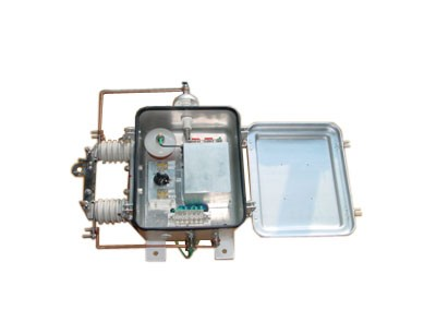 01型电压抽取装置是利用高压互感器电容式套管的末屏